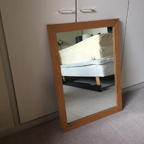 Spejl med eg-kant.  100kr