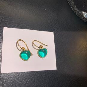 Izabel Camille øreringe med grøn sten. Mindsteprisen er 200.