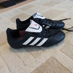 Adidas fodbold støvler. Brugt meget lidt. Str. 35
