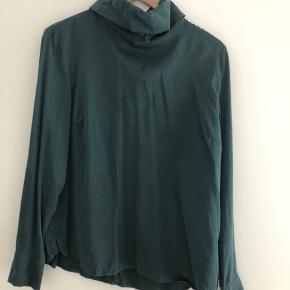 Gestuz silkebluse, mørk grøn.  Vasket tre gange.