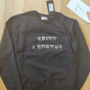 Sælger denne sindsygt fede saint Laurent sweat. Nypris er 5000,- tag den for 50%!