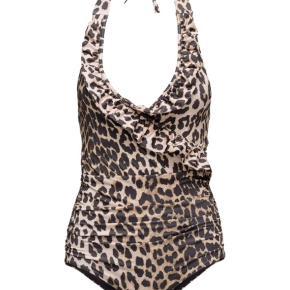 Varetype: Badedragt Farve: Leopard Oprindelig købspris: 999 kr.  Helt ny med tag,desværre kom jeg til at købe to ved en fejl så sælger derfor den ene.