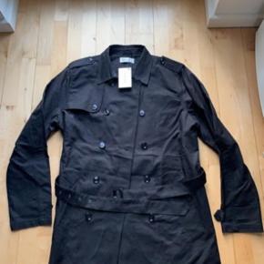 Helt ny jakke, aldrig brugt og sælges kun da jeg nok aldrig kommer til det