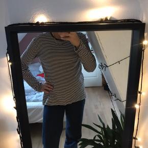 Fin lidt tykkere trøje fra Mads Nørregaard, kan bruges som en sweatshirt🌸 byd