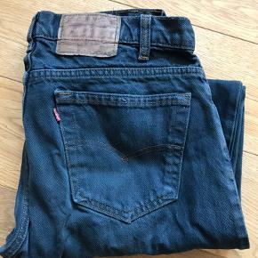 Super fede vintage levi's jeans i str 36/34. Sælges da de ikke bliver brugt.