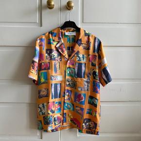 Soulland silke skjorte i 100% silke  Oprindelige pris: 2795kr stykket  Pris ved køb af en 1000kr Pris ved køb af to  1700kr