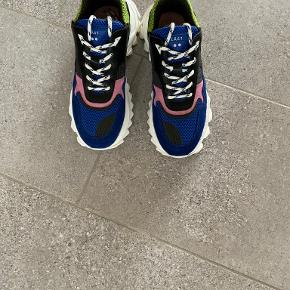 Läst sneakers