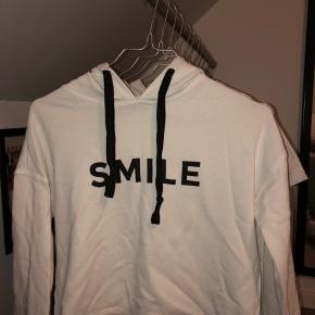 Super fin hoodie fra mærket Nifty. Str 12 år. Ingen tegn på slid.