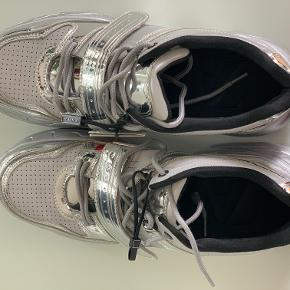 Absolutely new Zara sneakers in silver color. Bought on sale for 299. Original price was 559.  Size 40. Super comfy
