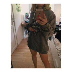 Helt ny grå hoodie fra streetammo i størrelse XL. Det er aldrig brugt.