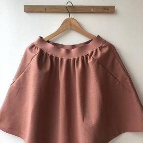 Super fin sommer nederdel. Lidt stor i størrelsen. Style zosima😊
