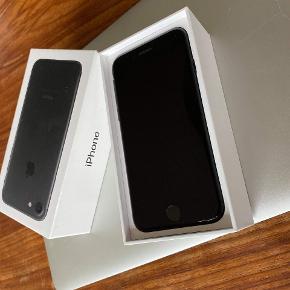 iPhone 7 128 GB i sort til salg. Ingen skrammer eller ridser, virker upåklageligt. Æske og høretelefoner hører med. Prisen er ikke til forhandling. Afhentning Nørrebro