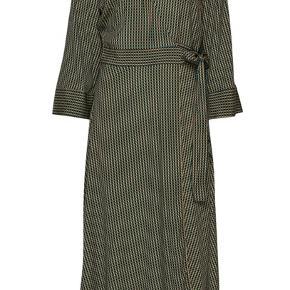 Helt ny ganni kjole i str. 34, dog stor i størrelsen, da det er en wrap dress, og kan derfor passe af en XS-M. Np 1699. Sælges da den er lidt for stor 🌸🌸🌸