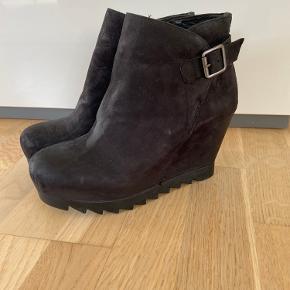 ASH støvler med gummisål, aldrig brugt med lynlås i side