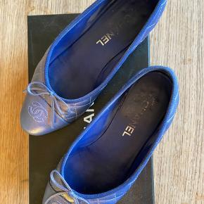 Mine fødder er vokset efter graviditet. De er brugt 4 gange. De er købt i butikken i st. Tropez. Kvittering medfølger. Mp 4000,- kan ses og hentes i Hørsholm eller sender med DAO.