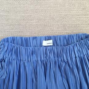 Super fin nederdel fra Samsøe Samsøe. Brugt få gange og fremgår altså næsten som ny😊