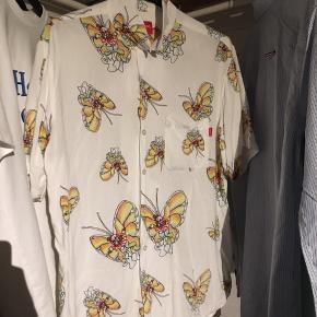 Supreme Gonz Shirt Den er selvfølgelig blevet brugt og langt fra ny. Sælger kun for hjernedødt meget.