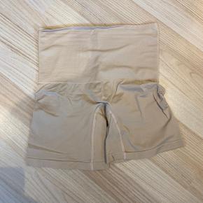 Nude indershorts (shapewear).  Kun brugt 1 gang.