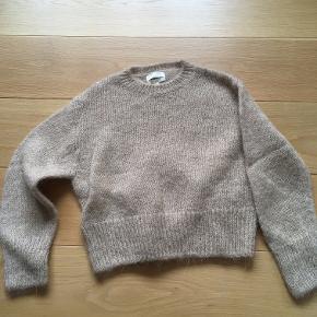 Så fin sweater af uld/alpaca sælges-aldrig brugt. Str. xs men kan snildt passes af en small