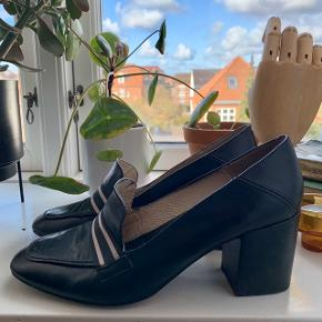 Super Nice Italien leather penny loafers      🧣👓 🎒 size 40 but I'm a 39/39.5 and can wear with light insole