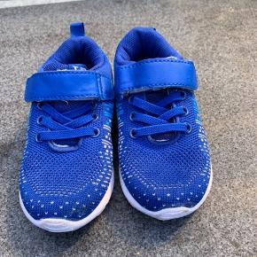 Helt nye sko. Kun prøvet på men for små da de skulle i brug
