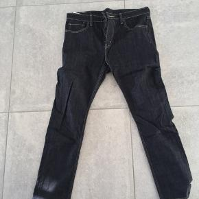 Str. 30/32  jeans - aldrig brugt.  Nypris 700 kt