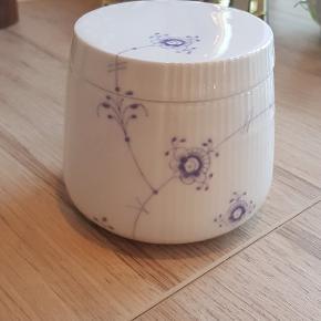 Meget smuk Royal Copenhagen skål med låg. Multifarvet elements lavender. Den er kun brugt som smykkeskrin.