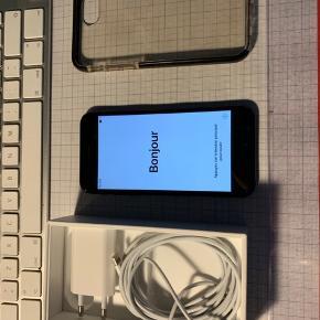 Lækker iPhone 7 med hele 128 GB Fejler absolut intet og er nulstillet og klar til ny ejer.  Den har en mikroskopisk rids i skærmen, men ikke noget man ligger mærke til.