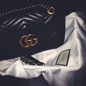 GG Marmont Small.  Købt i december 2017, i Gucci butikken i Købehavn. Brugt 4 gange. Ingen mærker eller ridser. Står som ny. Med kvittering dustbag og æske. Der er stadig garanti på tasken.