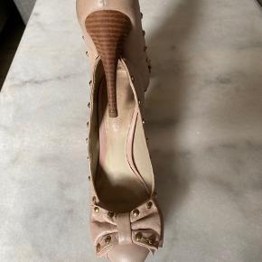Skoen blev købt i Brasilien. Er i god stand