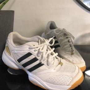 Adidas adiprene  str 38 2/3 ( de er små i str )
