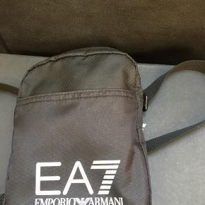 EA7 - Messenger Bag ——————————— Cond 9/10 Nypris 500 Pris 250 inkl fragt
