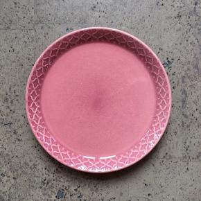 Bing og Grøndahl, cordial kagetallerken 14 cm i lyserød  Har 1 stk Kan afhentes i Slagelse