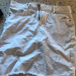 Nederdel fra pieces, brugt men stadig pæn