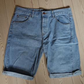 Lyseblå shorts fra Asos. Størrelse 36 eller 34 cm  Kan hentes og sendes  Afhentning i Brabrand