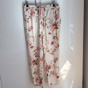 Blomstrede bukser - nypris 400 - brugt og vasket en enkel gang.