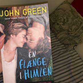 En flænge i humlen bog af john green  Min pris: 150kr.  -køber betaler fragten