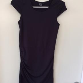 Sort kjole. Kun brugt få gange, så fremstår som ny
