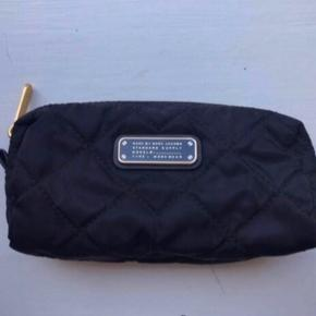 Marc By Marc Jacobs male up pung Ny pris 1100kr Pris 399kr