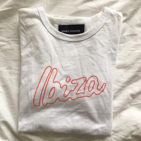 Ibiza t-shirt fra Bianca Chandôn  Herrestørrelse Small  Købt i Wood Wood 🌟
