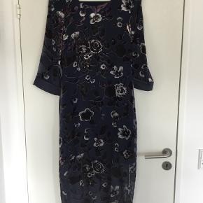 In Front kjole eller nederdel