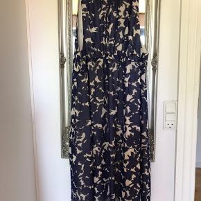 Super fin vente kjole. (Kan snildt bruges selvom man ikke er gravid)    Brugt få gange, fremstår som ny.