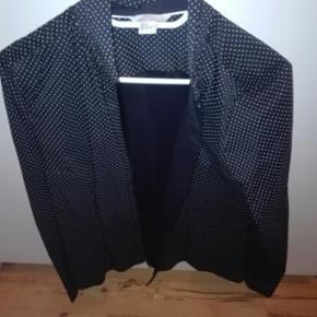 Jeg har en superflot skjorte af mærket H&M I str 44 som jeg gerne vil sælge. Skjorten er helt ubrugt. Prisen kan forhandles varen kan sendes køber betaler fragt