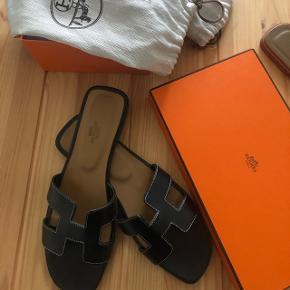 Hermés sandaler str 39 Købt på tradono uden kvittering.  Har dog box dustbag og æske.   Sælges da jeg ikke fik brugt dem  Brugt få gange i sommers, meget få slidmærker