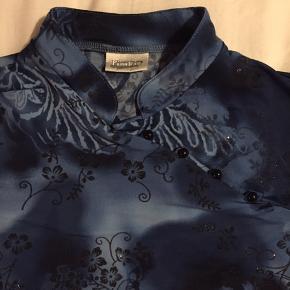 Vintage bluse, lidt i kinesisk stil. Mærket Pimkie