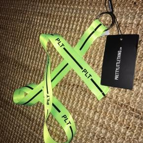 Neon grøn nylon bælte fra PLT/PrettyLittleThings. Passes fra xxs-m.