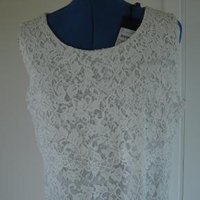 Varetype: Sød festkjole Farve: Hvid Oprindelig købspris: 699 kr.  Sød blonde kjole til sommer måske fest