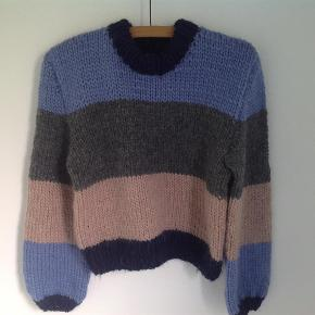 Sweater inspireret af Ganni, mønster er lavet af mig selv. Du kan selv vælge størrelse og farver.  Sweater Farve: Alle