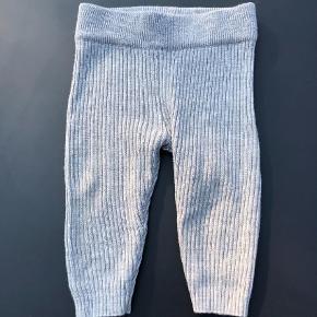 Varetype: Baby leggings/bukser i uld Farve: Grå Oprindelig købspris: 330 kr. Prisen angivet er inklusiv forsendelse.