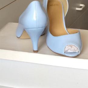 Varetype: Heels Farve: Lys blå.